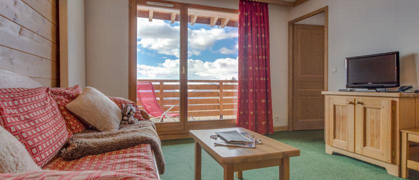 France_LaPlagne_Sun-valley-apartments_Living-area-4room-apartment2.jpg